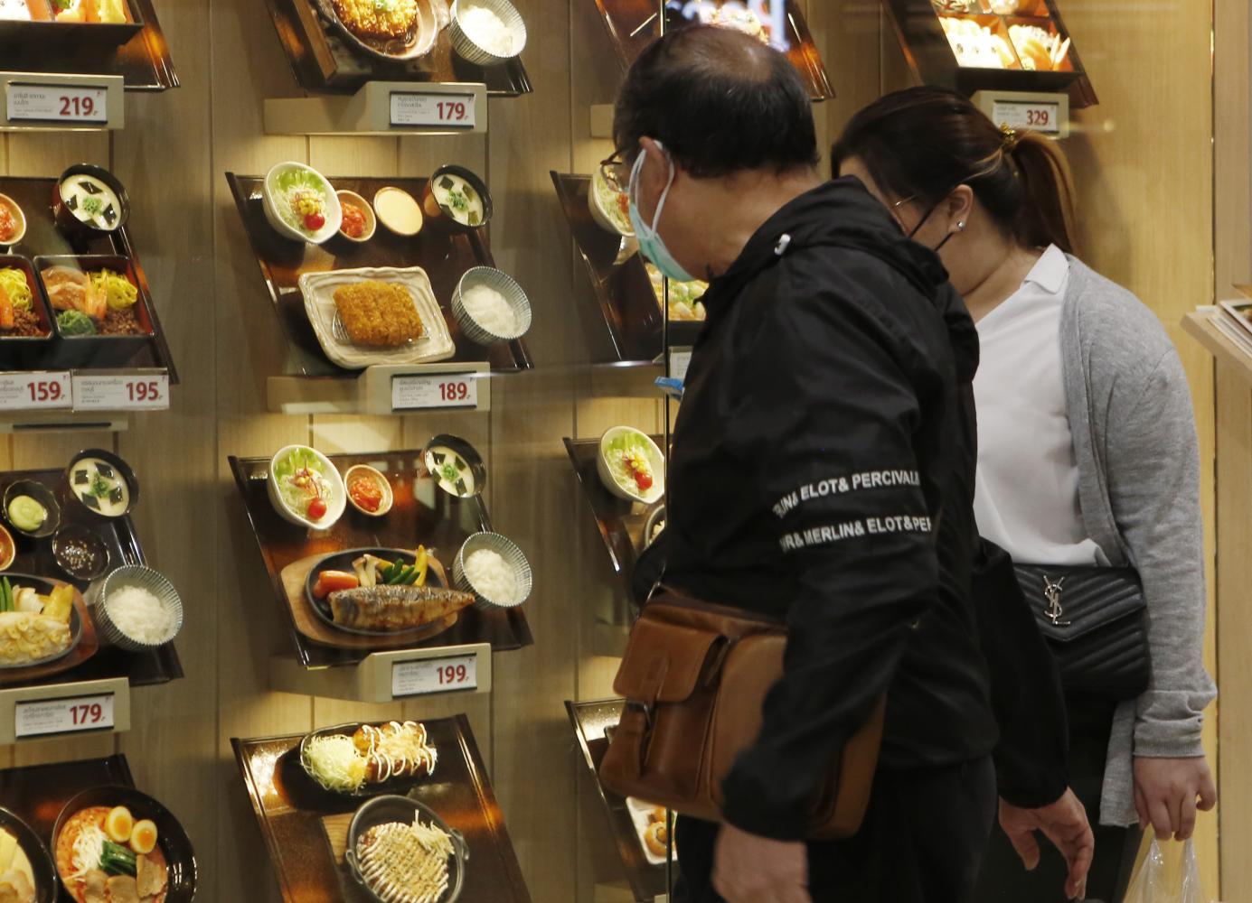 Restaurants celebrate shorter curfew, longer dining hours
