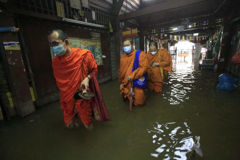 Flood warning for riverside areas
